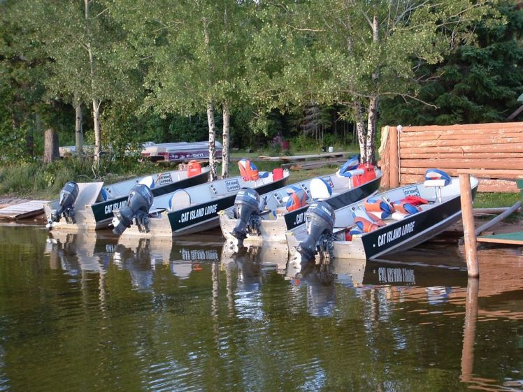 American Plan Lodge With Deluxe Fishing Boats