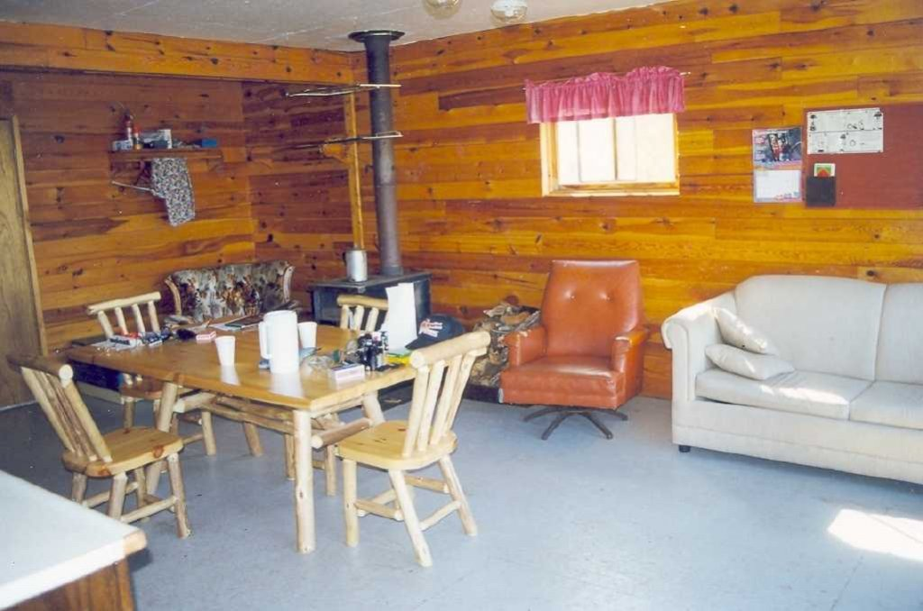 Remote fly in outpost cabin for groups of 4 to 6 people for Manitoba fishing lodges